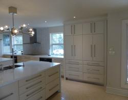 Pillow-edge slab doors in birch with custom stain