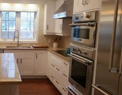 "6"" x 6"" porcelain tile backsplash, Thermador combination convection-steam oven, warming drawer"