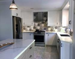 Cabinet doors in Brome shaker-style, Pearl White laquer @ Kestle Interiors
