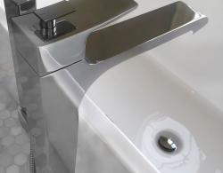 Floor-mounted tub faucet Kestle Interiors