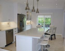 Contemporary kitchen, with shaker-door style in a brilliant white, low-sheen lacquered finish