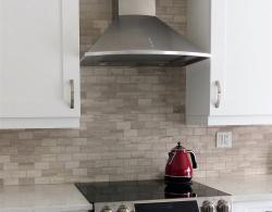 Chimney-style rangehood in stainless steel